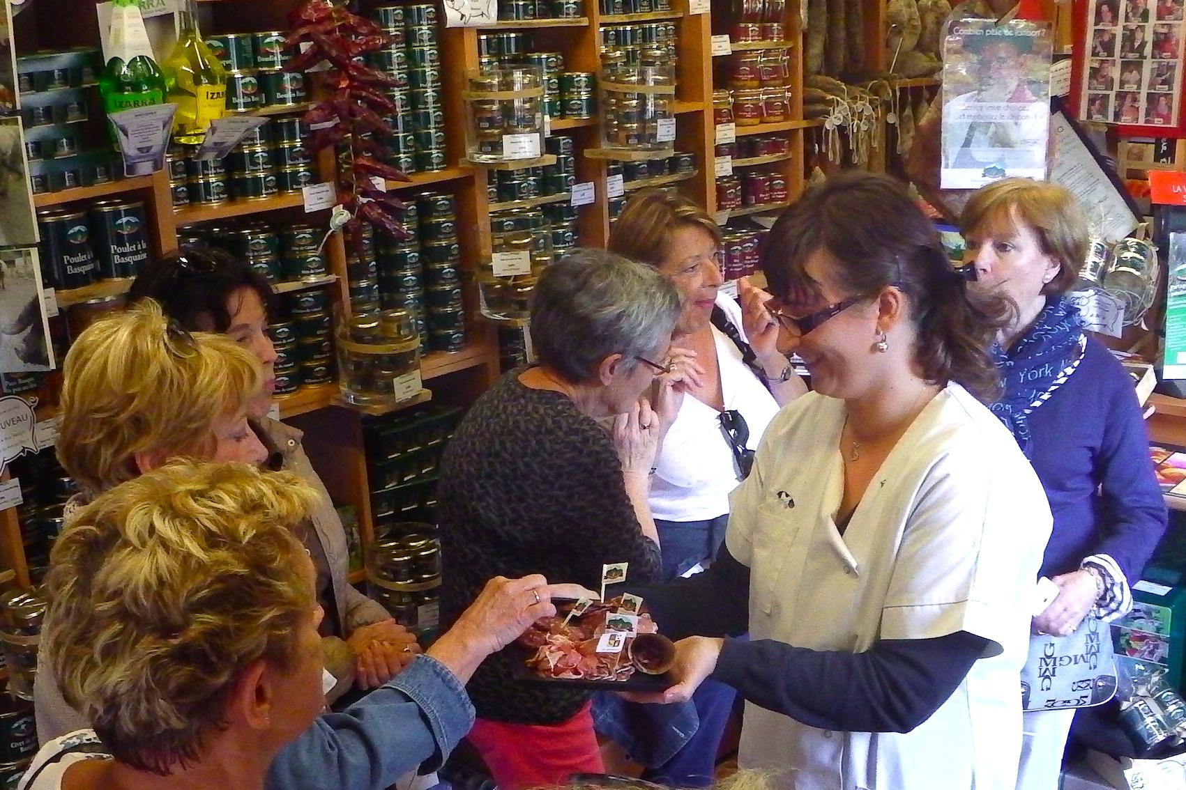 journée-visite-guidée-saint-jean-de-luz-agence-voyage-pays-basque-degustation-charcuterie-pierre-oteiza-24