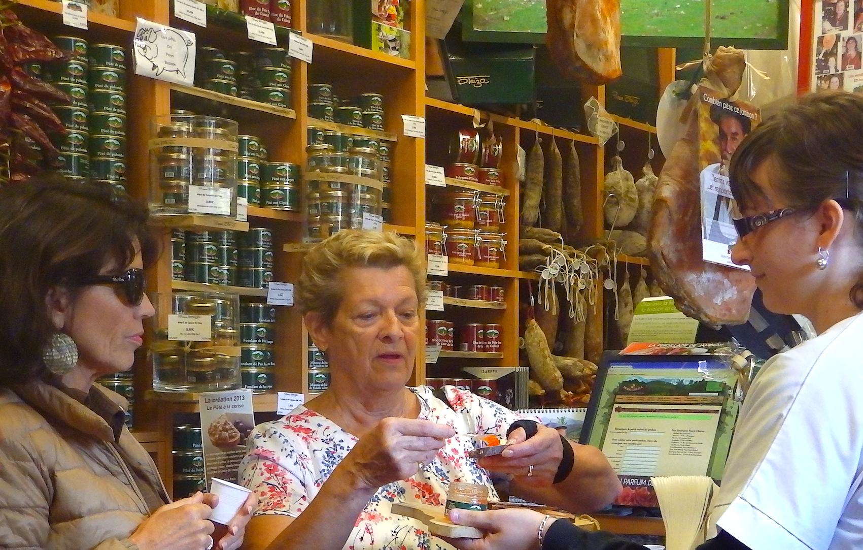 journée-visite-guidée-saint-jean-de-luz-agence-voyage-pays-basque-degustation-charcuterie-pierre-oteiza-28