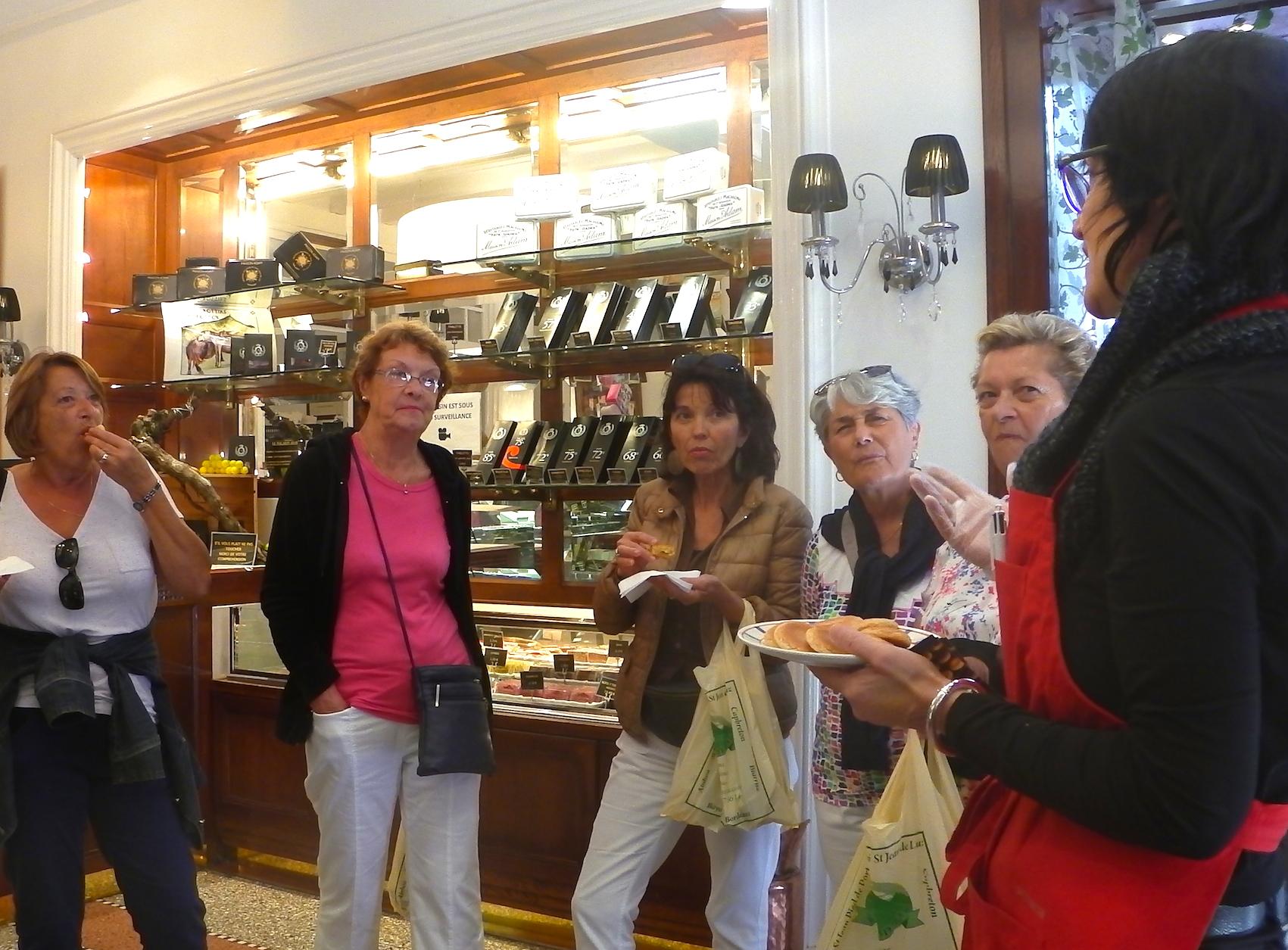 journée-visite-guidée-saint-jean-de-luz-agence-voyage-pays-basque-degustation-macarons-maison-adam-30