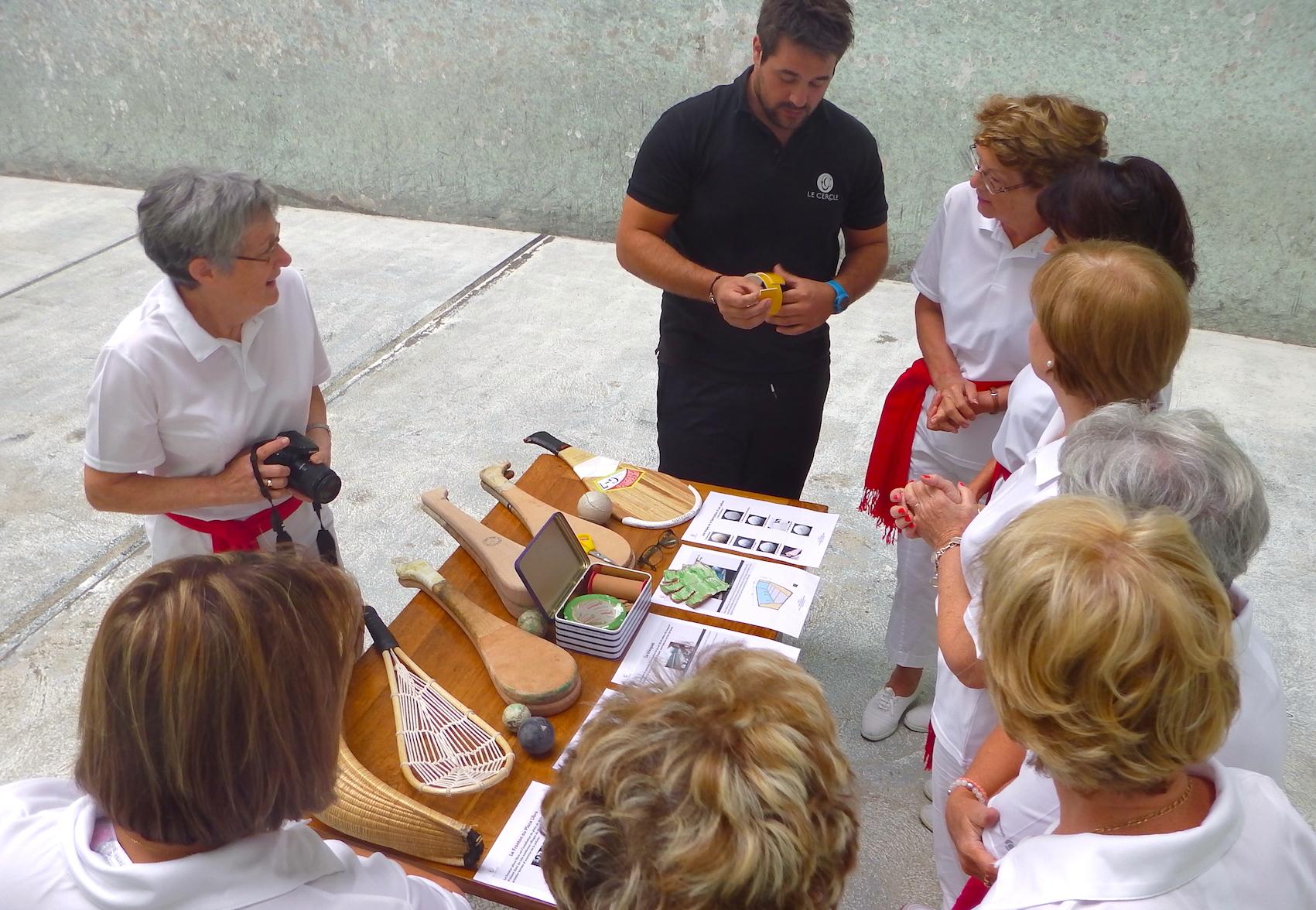 journée-visite-saint-jean-de-luz-agence-voyage-pays-basque-initiation-pelote-basque-3
