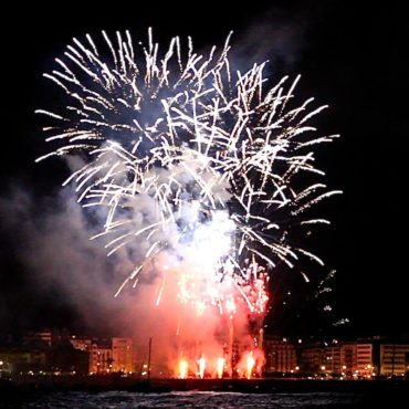 feu artifice semana grande donostia Erronda evenements nuit noche baie de la concha