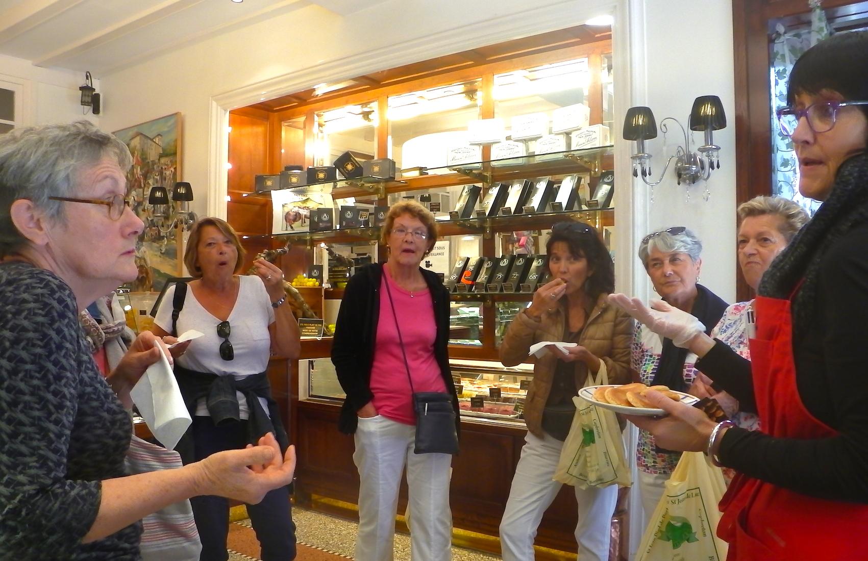 journée-visite-guidée-saint-jean-de-luz-agence-voyage-pays-basque-degustation-macarons-maison-adam-32