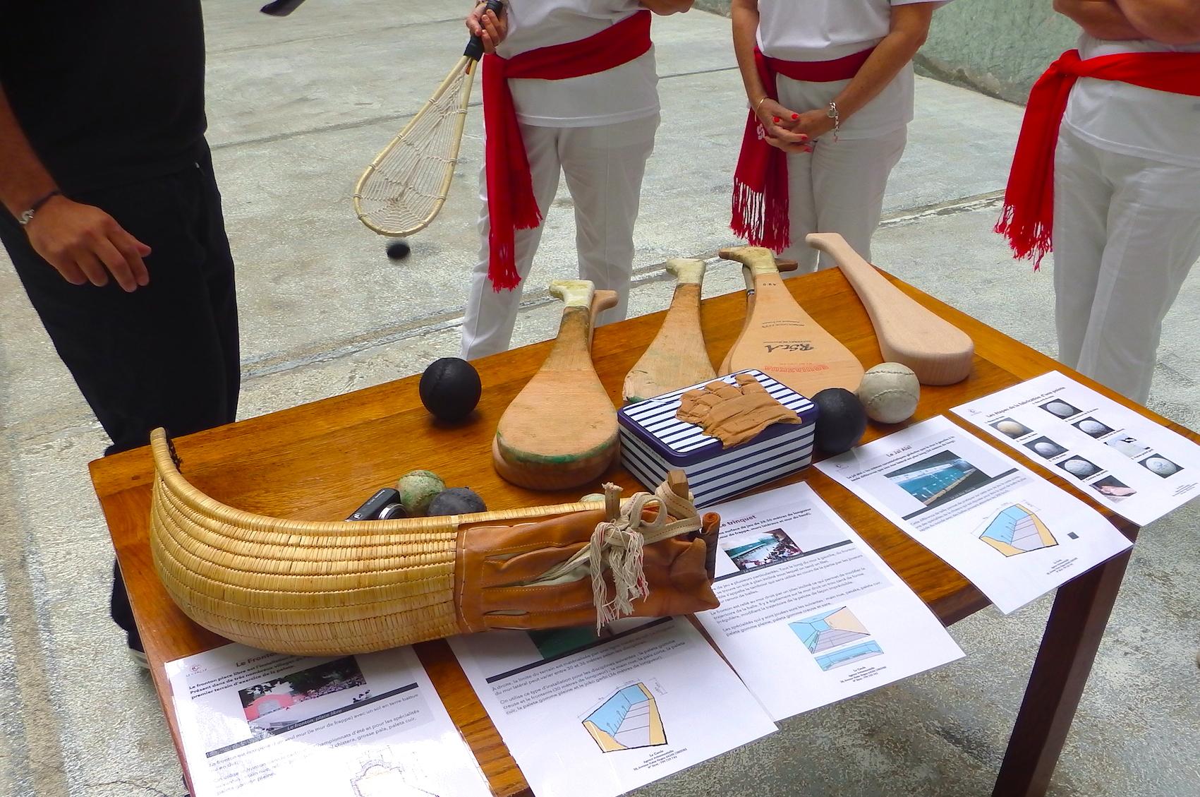 journée-visite-saint-jean-de-luz-agence-voyage-pays-basque-initiation-pelote-basque-6
