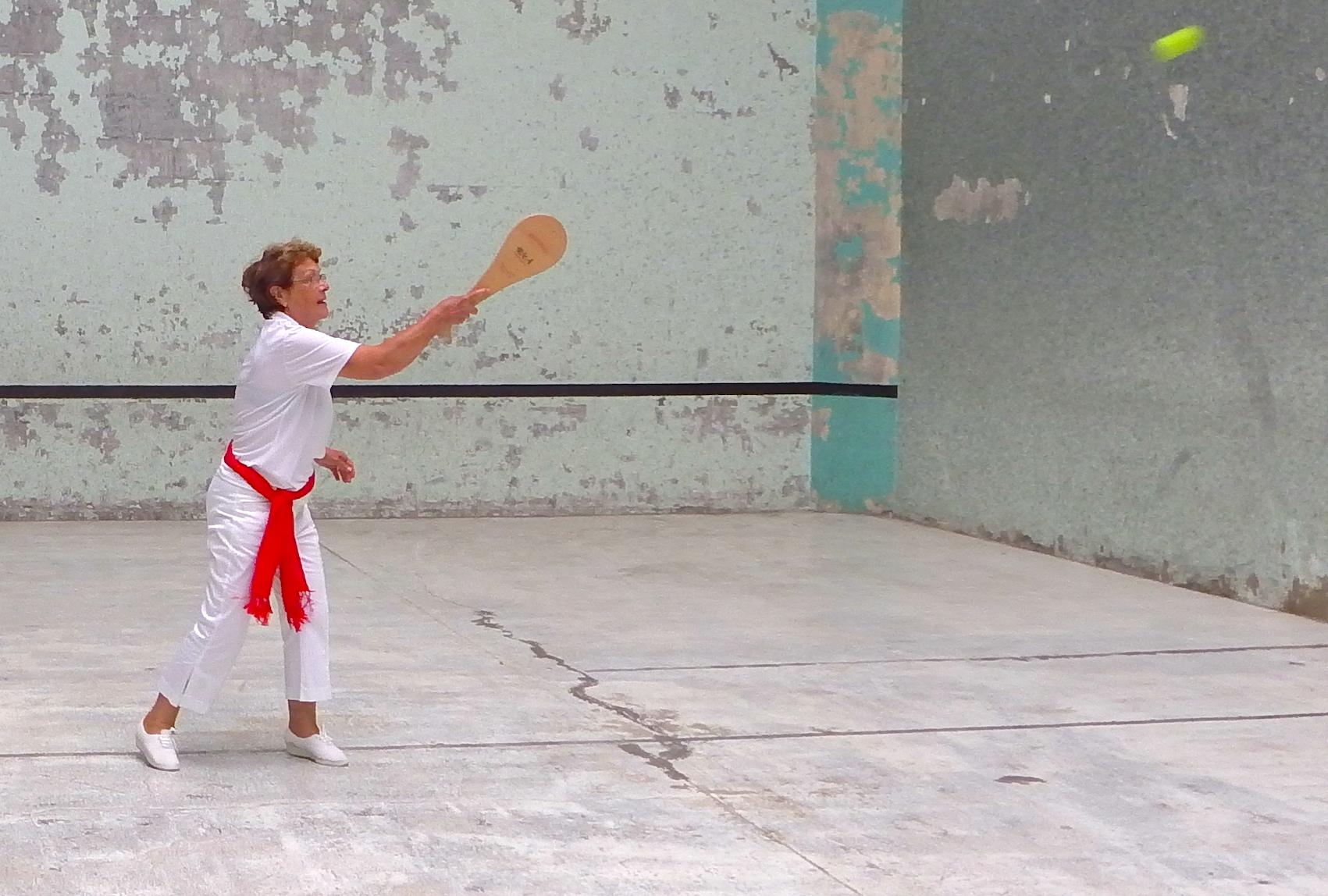 journée-visite-saint-jean-de-luz-agence-voyage-pays-basque-initiation-pelote-basque-9