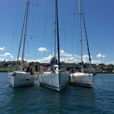 croisiere-saint-jean-de-luz-hendaye-san-sebastian-gastronomie-voilier-catamaran-balade-bateau-boat-party-pays-basque-agence-evenementielle-erronda-