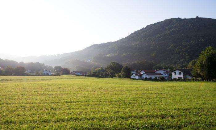 une journée au pays basque avec erronda agence de voyage événementielle saint jean de luz biarritz sare ascain artisans découverte quad vélo rallye