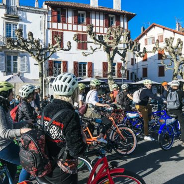 Agence Erronda randonnée vélo électrique pays basque voyages balade ocean montagne biarritz saint jean de luz ascain groupes famille centre historique