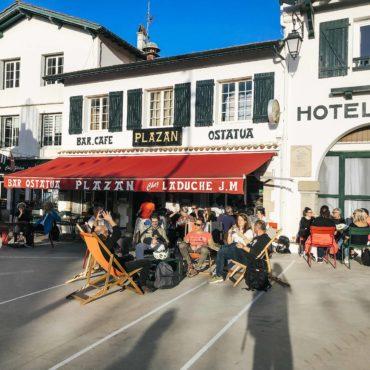 Agence Erronda randonnée vélo électrique pays basque voyages balade ocean montagne biarritz saint jean de luz ascain groupes famille centre historique pause café bar