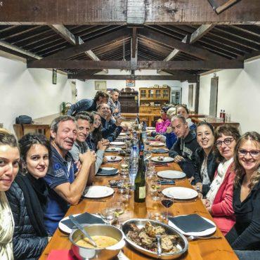 Agence Erronda voyages séjours activités groupes Pays Basque soirée bergerie bergers basques gastronomie vin irouleguy fromage zikiro